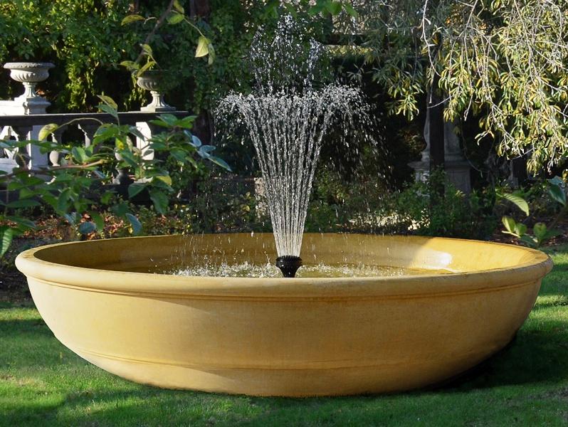 Moderner Garten Springbrunnen : Brunnen Schale mit Fontäne  Chicheley Hall • Gartentraumde[R