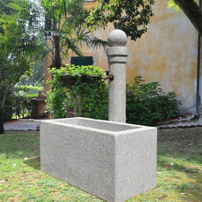 stilvoller steinbrunnen aversa