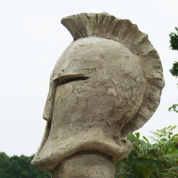 Gartendeko aus steinguss ritterhelm helmet for Gartendeko auf rechnung
