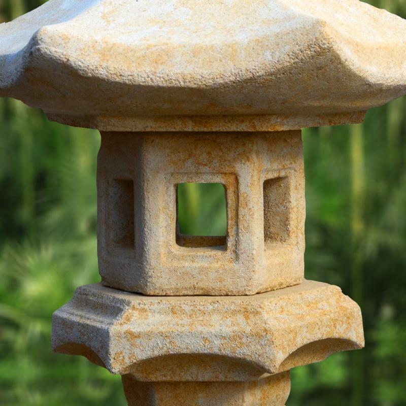 Japanische garten stein lampe hiragana for Japanische gartendekoration