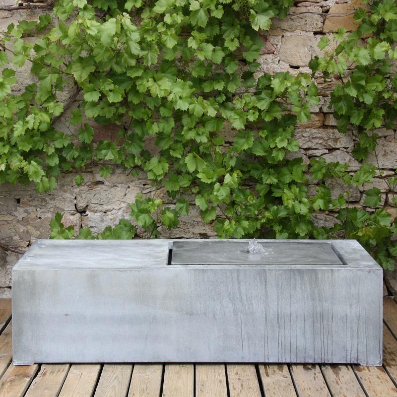 Moderner zink sitz brunnen resto - Brunnen modern ...