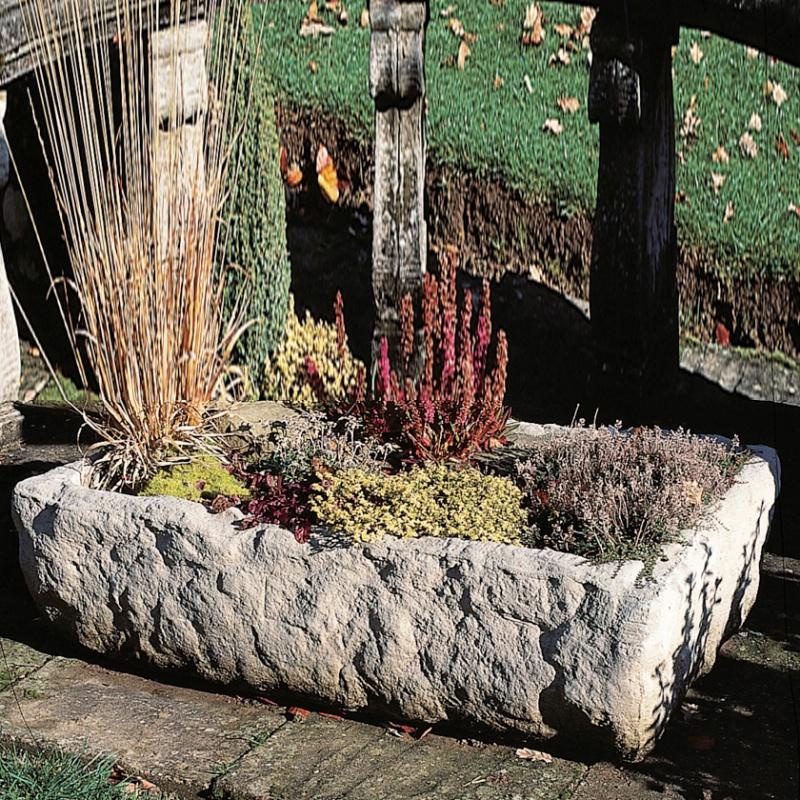 Rustikaler stein trog pontarlier alpine for Gartendeko auf rechnung