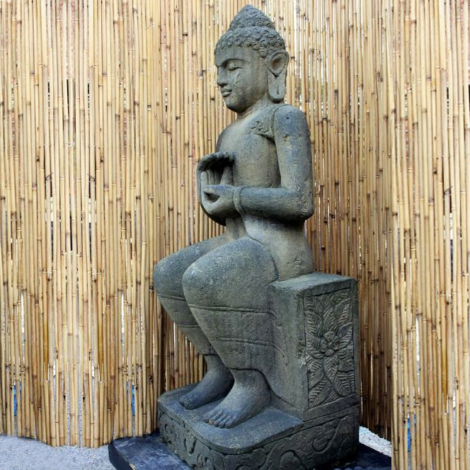 sitzende buddha gartenfigur aus basanit handbehauen. Black Bedroom Furniture Sets. Home Design Ideas