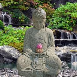 buddha skulptur sitzend aus naturstein. Black Bedroom Furniture Sets. Home Design Ideas