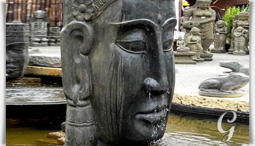 Schön Romantisches Wasserspiel Mit Buddha Kopf Taoteng