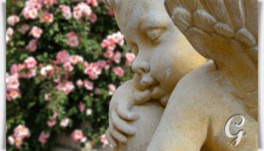 garten engel skulptur mit kugel amor. Black Bedroom Furniture Sets. Home Design Ideas