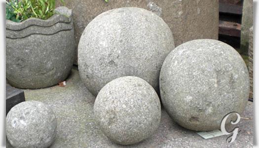 Garten steinkugel aus basanit tonka for Kugeln gartendekoration