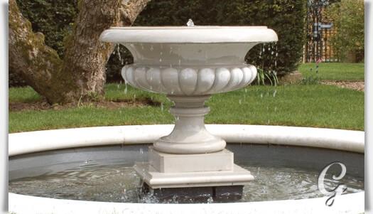 Stilvoller gartenbrunnen als komplettset - Gartenbrunnen stein ...