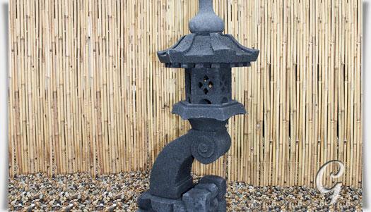 schwarze japanische steinlaterne aus lavastein osamuna. Black Bedroom Furniture Sets. Home Design Ideas