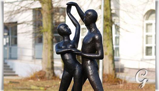 moderne bronze gartenskulptur der tanz. Black Bedroom Furniture Sets. Home Design Ideas