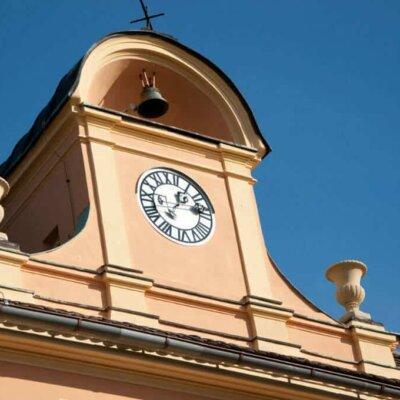 Historische Uhr mit Goethe-Amphoren