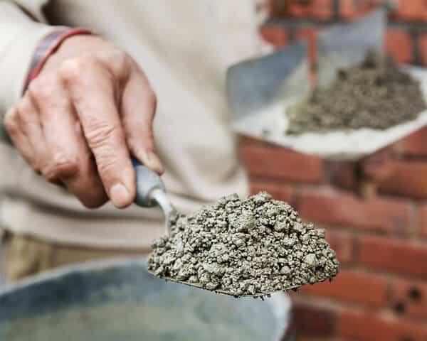 Anleitung zum Verfugen eines Mauerwerks Mörtelmischung