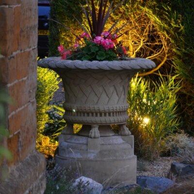 Beleuchtete Amphore als Highlight | © Gartentraum.de