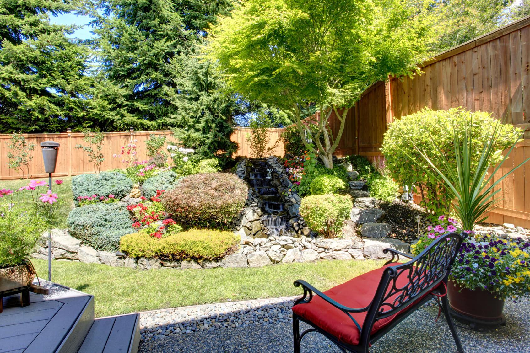 Kleinen Garten gestalten: Tipps & Bilder zu Pflanzen als Sichtschutz ...