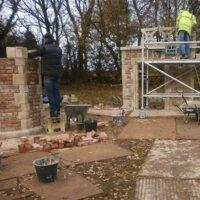 10. Schritt: Mauerwerk hochziehen