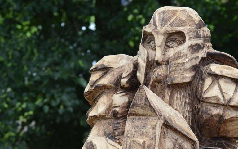 Holzfiguren für den Garten – Geschnitzte Skulpturen & Tiere beim Carving Cup 2016