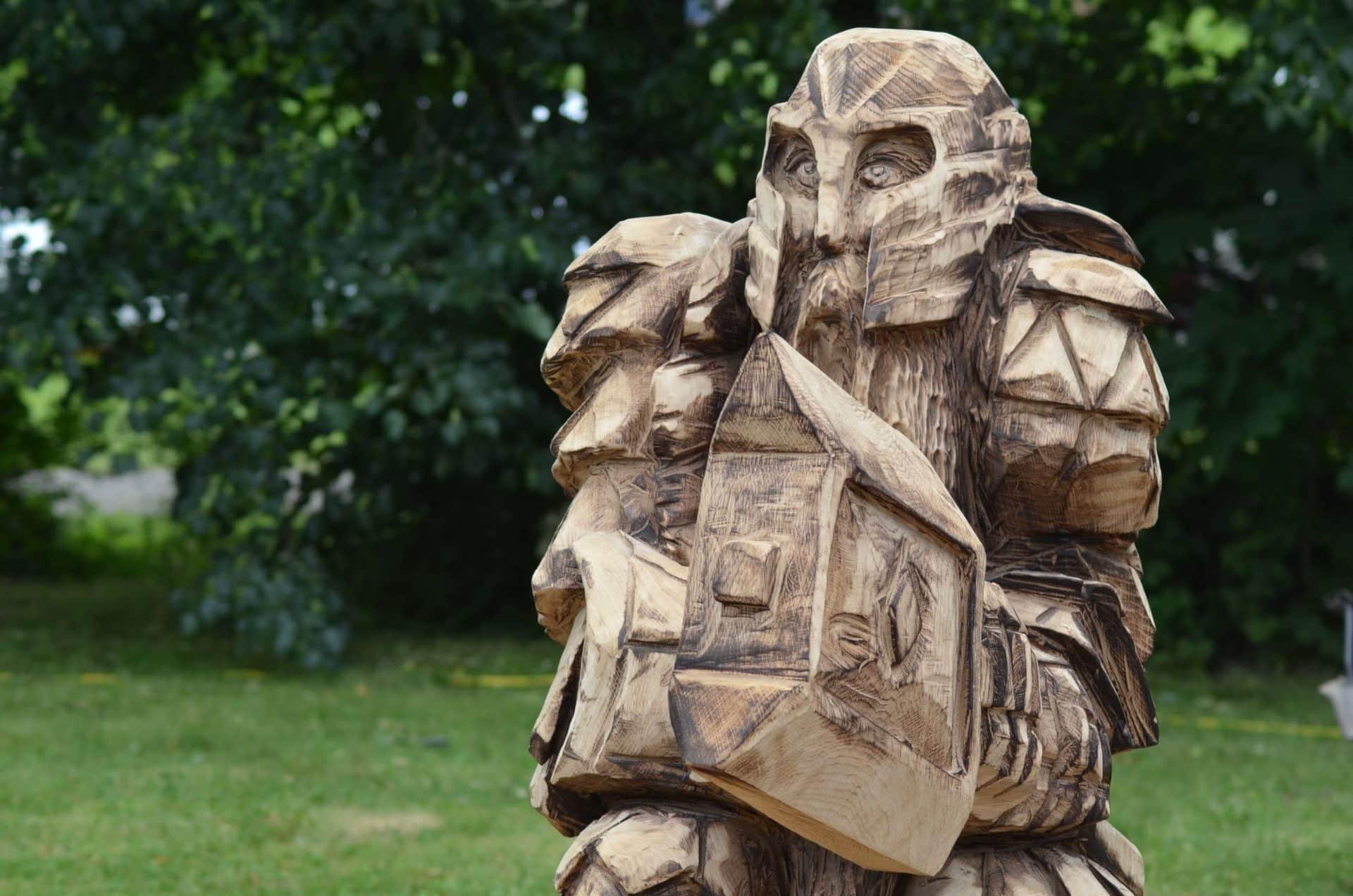 holz-figur-carving-cup-gartendeko