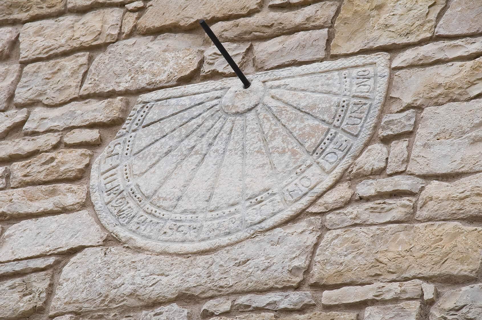 Geschichte-Sonnenuhr-Mittelalter-Neuzeit