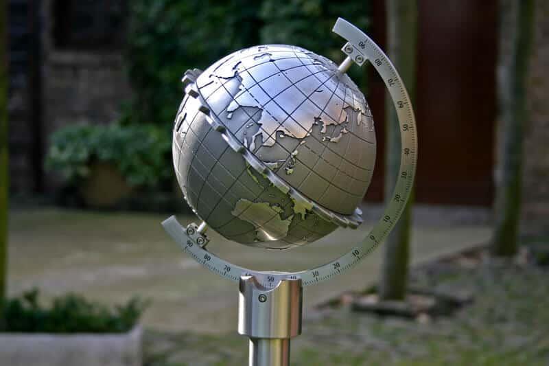 Globus-Sonnenuhr-Kugelsonnenuhr-Metall-online-Ratgeber