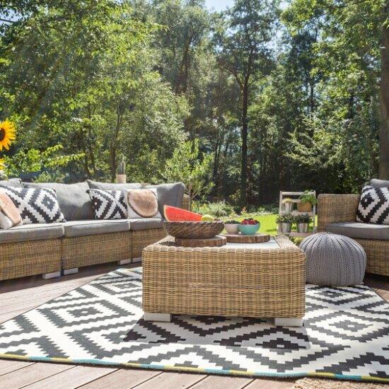 Outdoor Teppich aus Kunststoff passend zu Gartenmöbeln © Fotolia.com