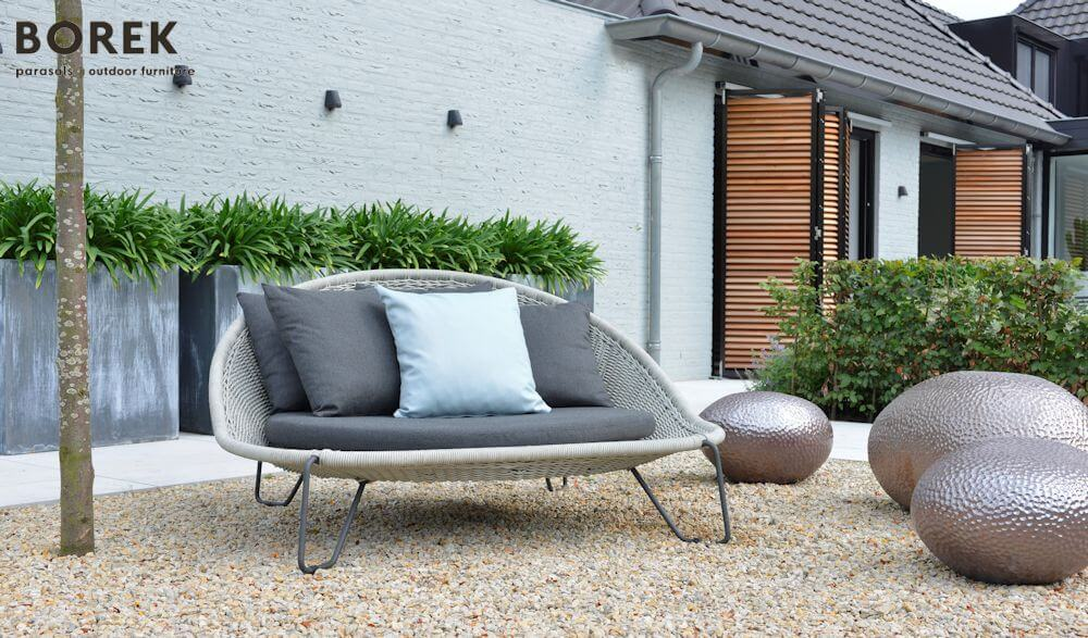 Loungeinsel mit 2-Sitzer Gartensofa | © BOREK