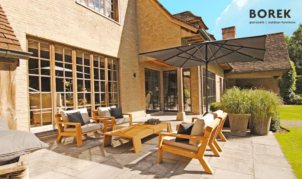 Gartenlounge mit tiefen und breiten Sitzflächen | © BOREK