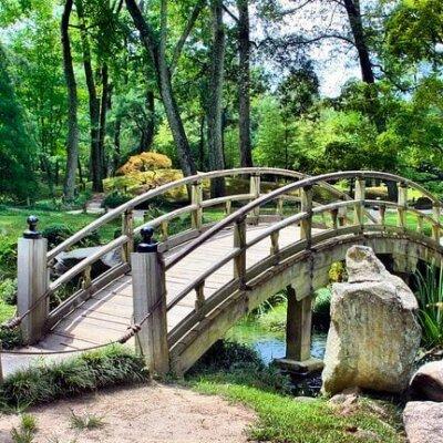 Brücke eines asiatischen Gartens