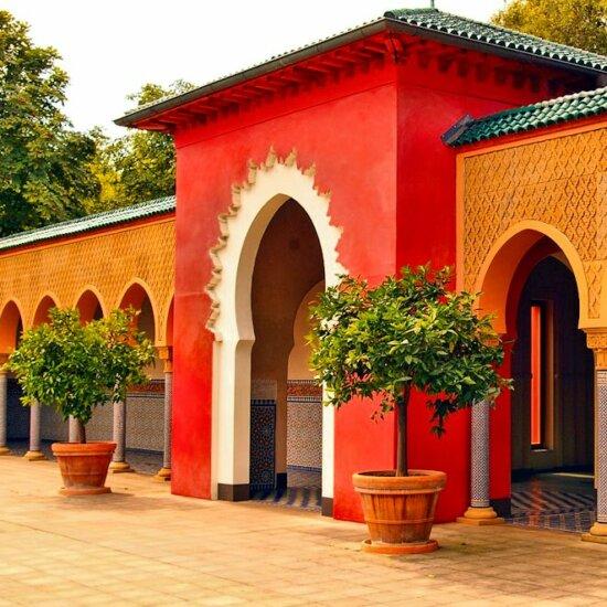 Orientalische Architektur mit hellen Farben