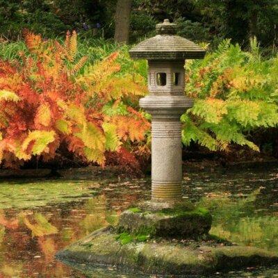 Japanische Steinlaterne © Fotolia.com