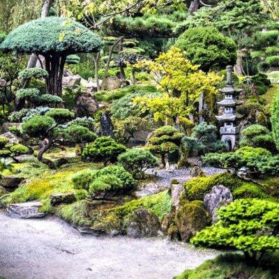 Asiatischer Garten mit Steinlaterne © Fotolia.com