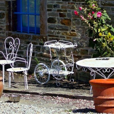 Gartenmöbel aus Eisen für den Landhaus-Stil © Fotolia.com