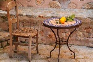 Beistelltisch mit Mosaikplatte für den Garten