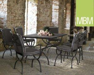 Gartentisch & -stühle aus mattem Edelstahl