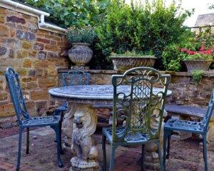 Gartentisch Aus Stein U0026 Gartenstühle Aus Eisen