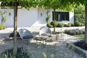 Moderne Gartengestaltung mit Loungemöbeln aus Polyrattan