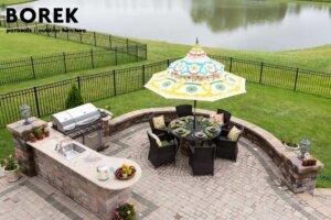 Grillecke mit hochwertigen Gartenmöbeln