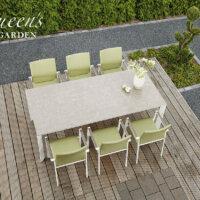 Terrasse mit Holzdielen wirkt gemütlich