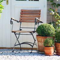 Gartenstuhl auf einer Terrrasse