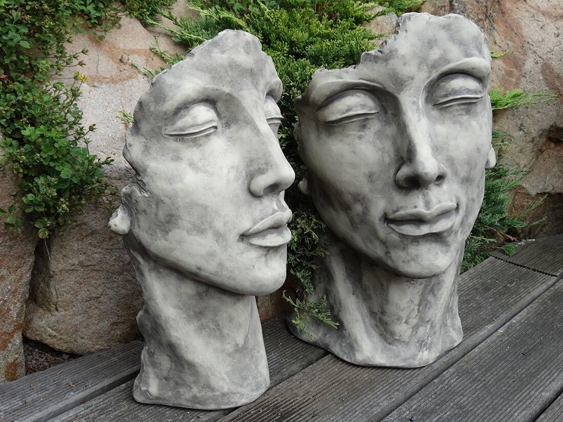 Gesichter-Skulpturen