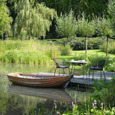 Großer Gartenteich mit Boot und Steg © Borek Gartenmöbel