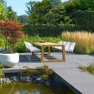 Natürlicher Gartenteich mit moderner Steinterrasse © Borek Gartenmöbel