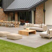 Schlichte Terrassenplatten im modernen Design. © BOREK
