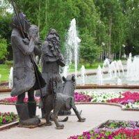 Skulptur Robinson Crusoe, Freitag und Hund Laika