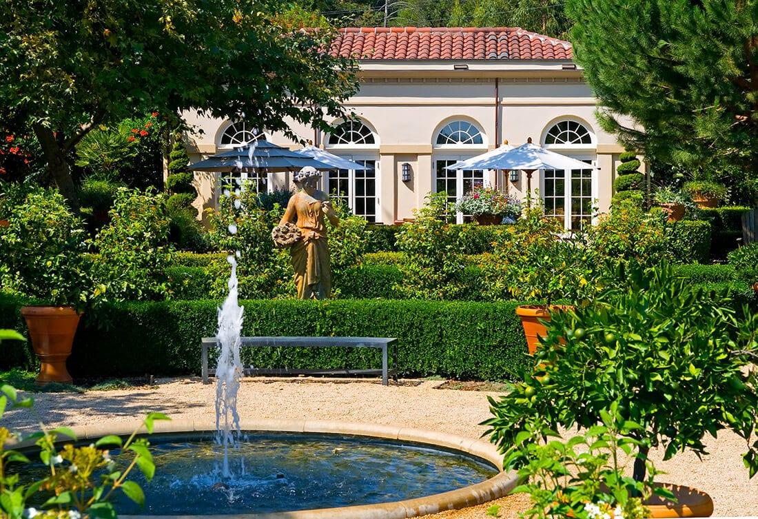 Mediterraner Gartenbrunnen