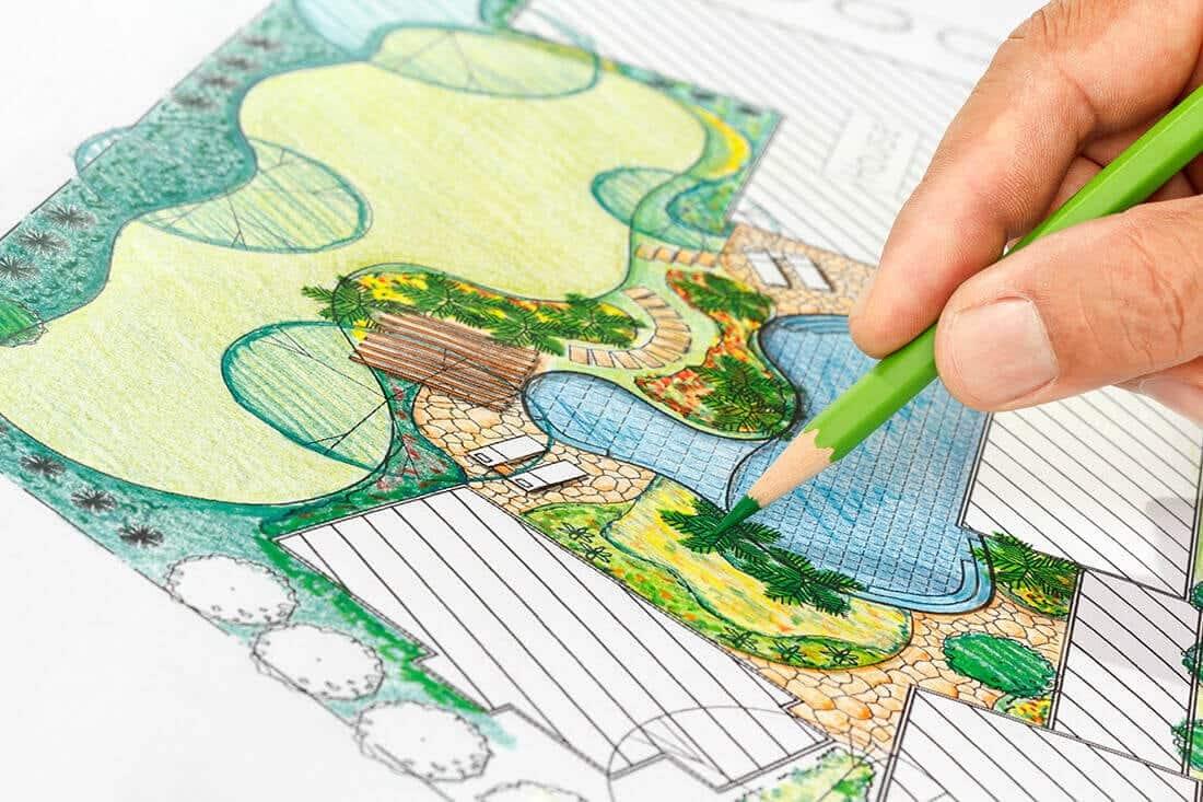 Skizze eines Gartens mit zeichnender Hand