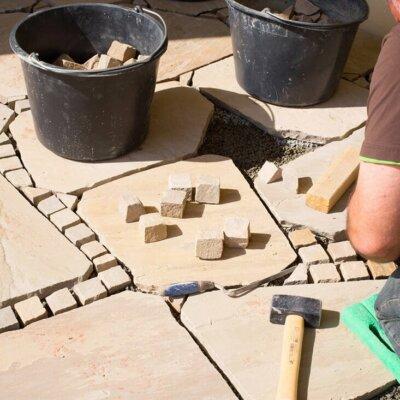 Terrassenplatten aus Sandstein in verschiedenen Größen