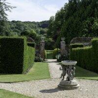 Immergrüne Hecken in einem englischen Garten