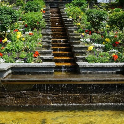 Brunnen mit Treppenstufen
