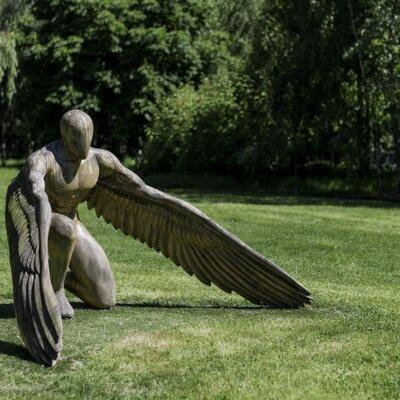 Kunstobjekt in einem Garten