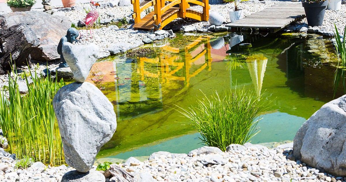 Kleinen Gartenteich anlegen & gestalten - 20 Ideen, Bilder, Deko ...
